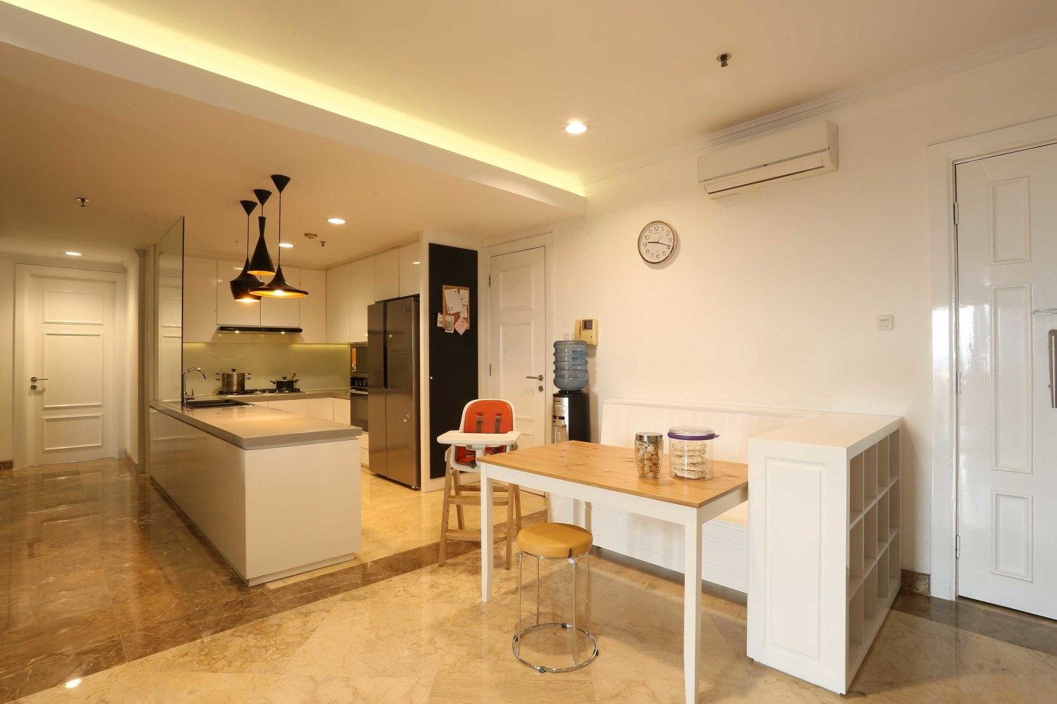 Apartment Dago Suit House Karya Inspace Studio (Sumber: arsitag.com)