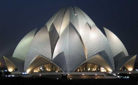 Lotus Temple, New Delhi (Sumber: www.quora.com)