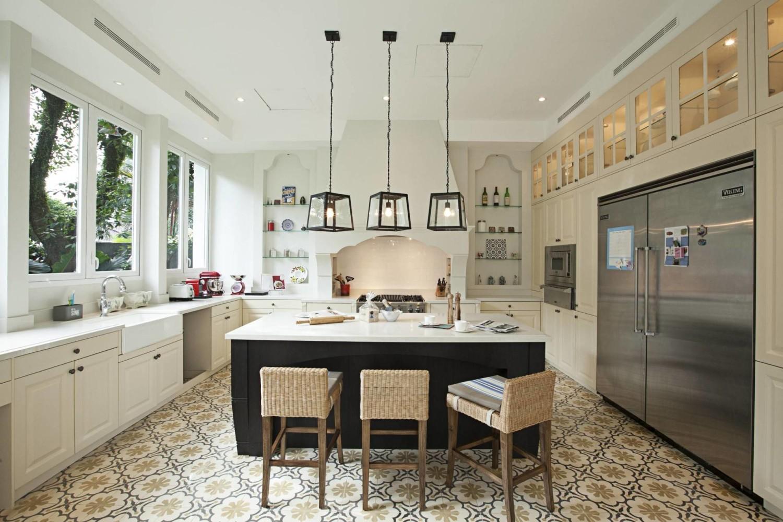 Dapur rumah mewah Scandinavian mid-century Taman Cilandak House karya Adria Yurike Architects [Sumber: arsitag.com]