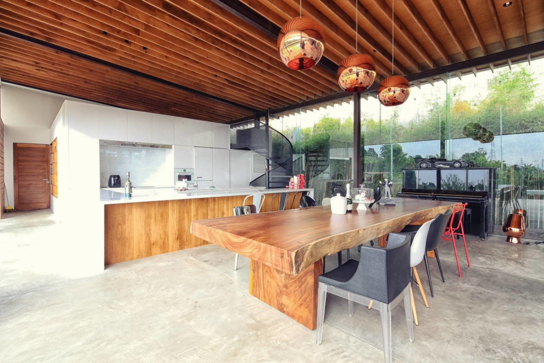 Desain dapur rumah mewah industrial Scandinavian Revahouse karya Revano Satria [Sumber: arsitag.com]