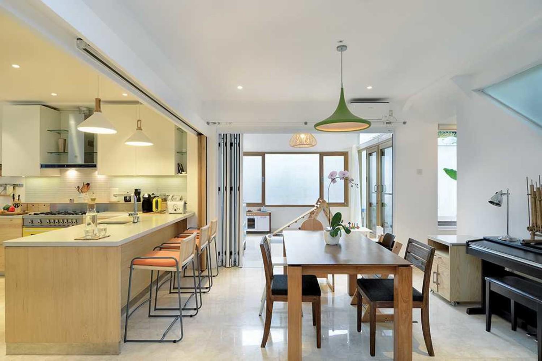 Desain dapur cantik mewah Scandinavian Tsang Residence karya TAU Architect [Sumber: arsitag.com]