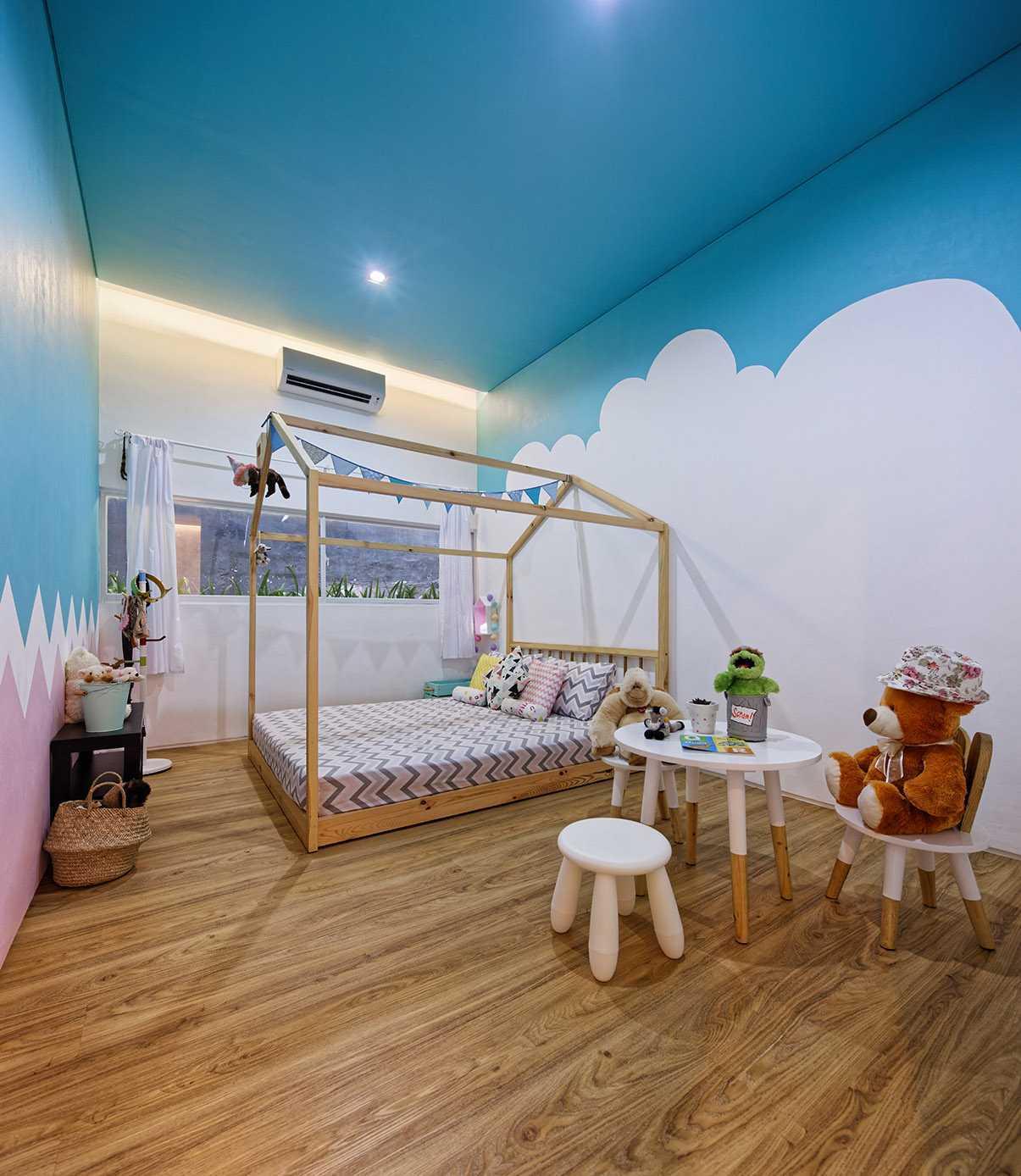 Inset House di Jatibening, Bekasi karya Delution Architect tahun 2016 (Sumber: arsitag.com)