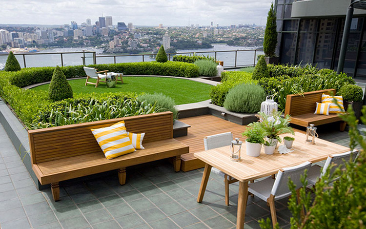 Konsep terbuka pada desain rooftop garden minimalis [Sumber: worldtelecomsummit.com]