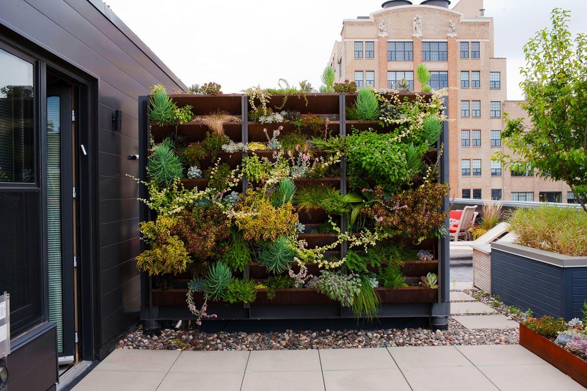 Ide desain taman vertikal untuk desain rooftop garden minimalis [Sumber: lvluxhome.net]