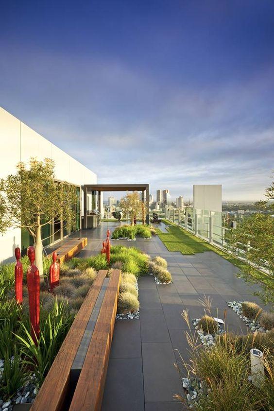 Desain taman rumah minimalis rooftop [Sumber: guiaparadecorar.com]