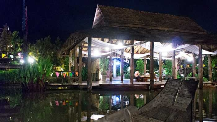 Rumah tradisional Thailand di Siam Niramit (Sumber: www.lakadpilipinas.com)