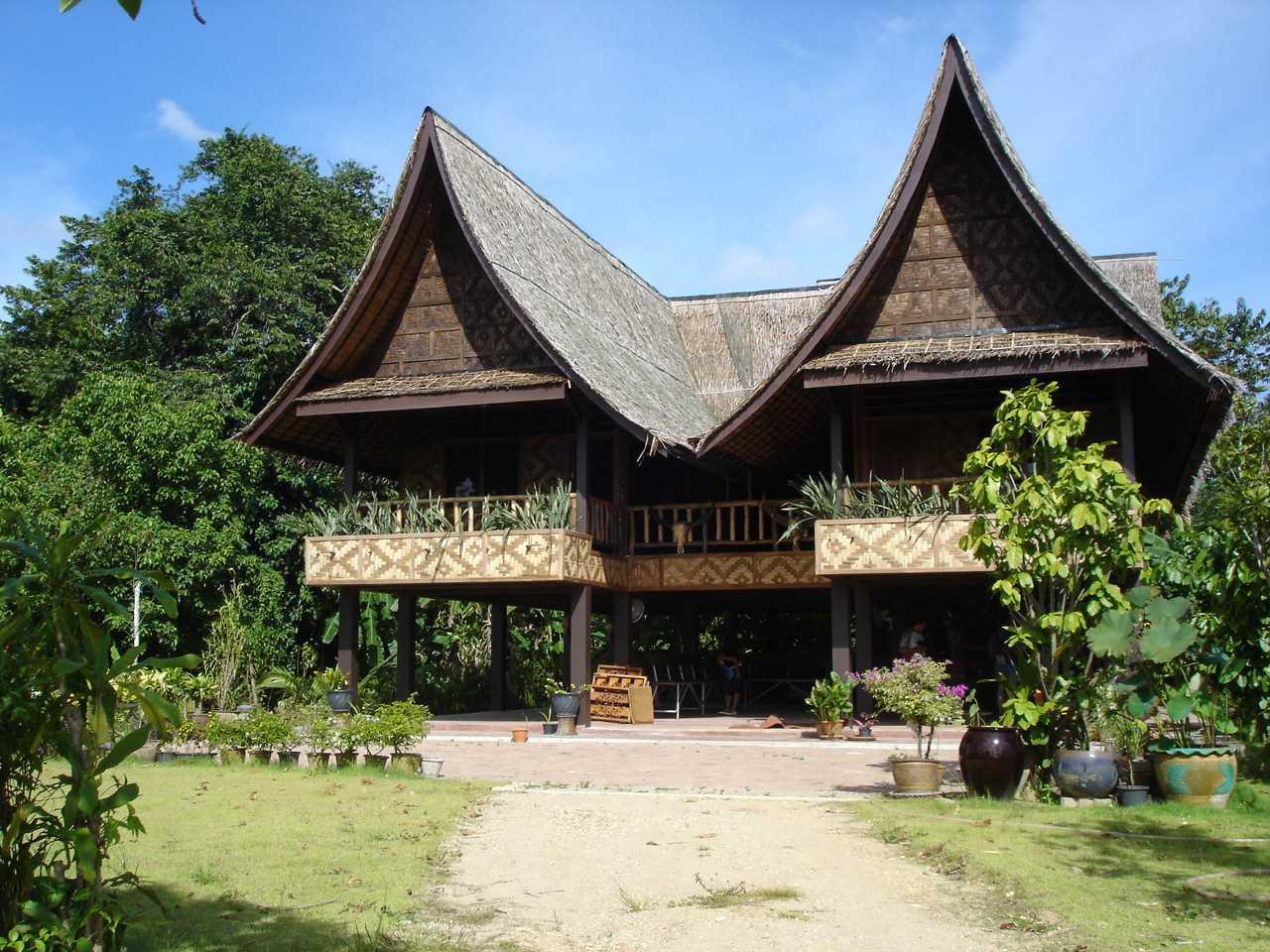 Rumah tradisional Thailand (Sumber: pinterest.com)