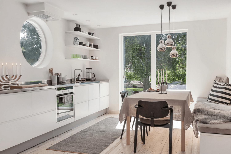 Dapur dengan jendela bulat (Sumber: freshome.com)
