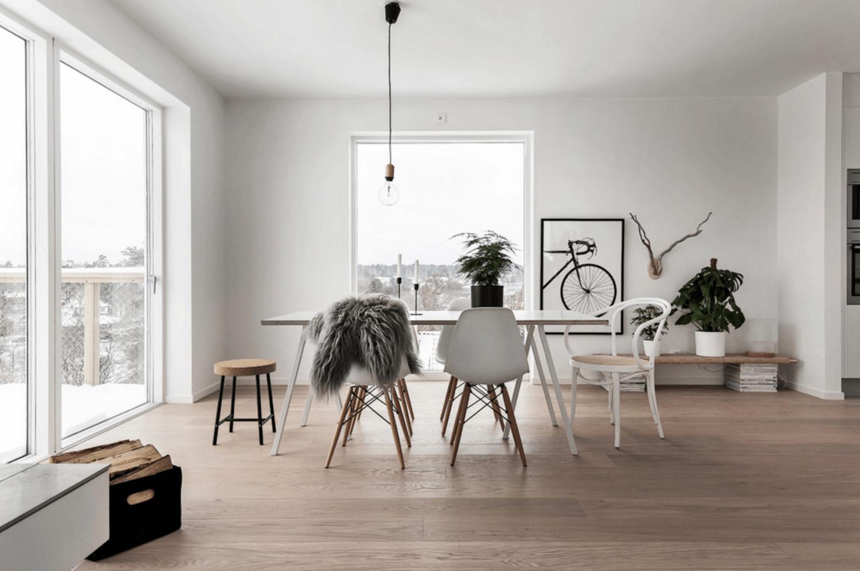 Kursi klasik Eames dalam rumah bergaya Nordic-Scandinavian (Sumber: freshome.com)