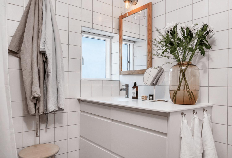 Kamar mandi bergaya Skandinavian (Sumber: freshome.com)