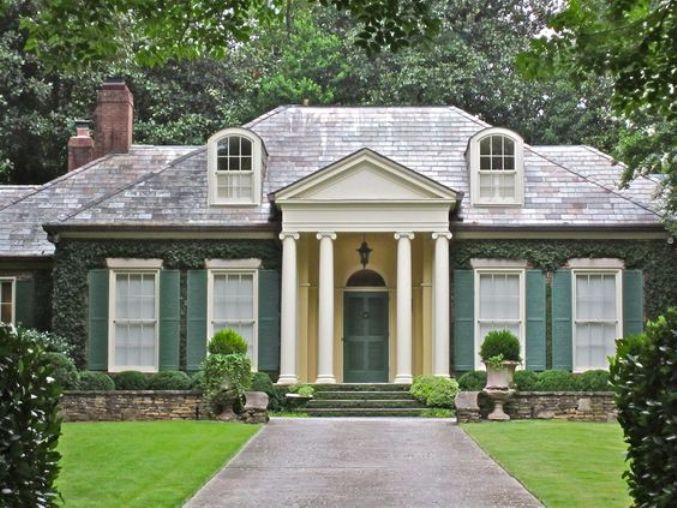Model rumah early classical revival pada rumah modern [Sumber: brianchisholmrealestate.com]