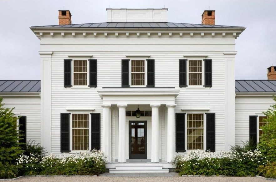 Desain rumah klasik mewah Greek revival modern [Sumber: bienvenuehouse.com]