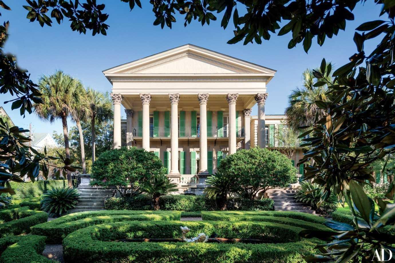 Desain rumah Patricia Altschul bergaya neoklasik karya Isaac Jenkins Mikell di Charleston, South Carolina [Sumber: architecturaldigest.com]
