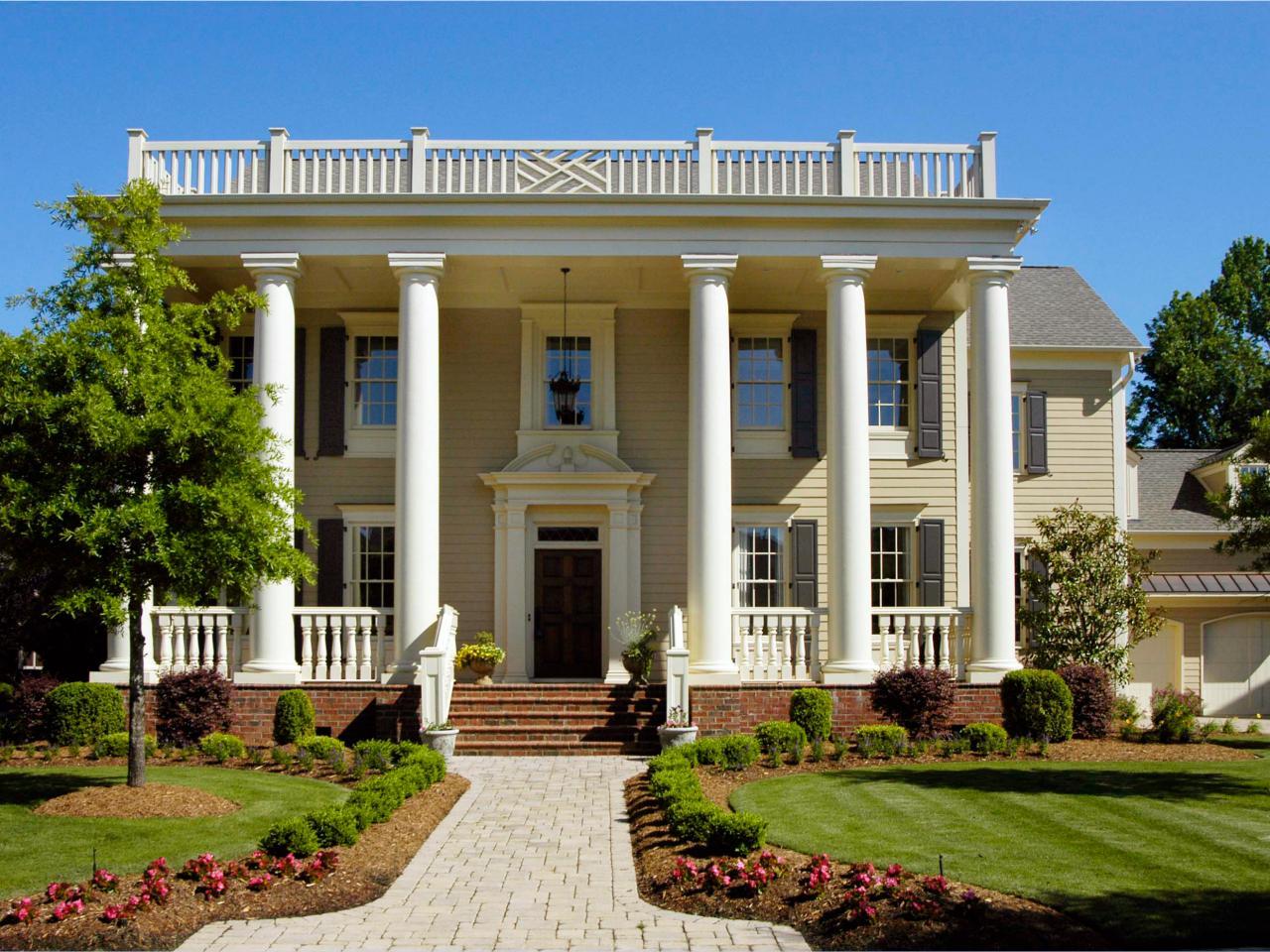 Desain rumah neoklasik [Sumber: hgtv.com]