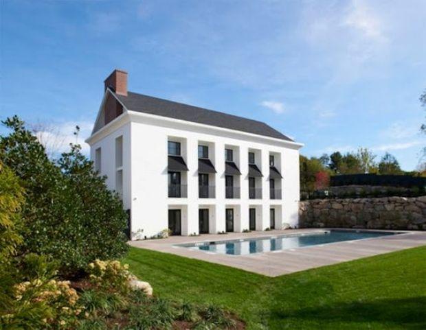 Desain rumah klasik modern Kensett-Piper home karya Lynn Morgan Design [Sumber: modernpalmblog.com]