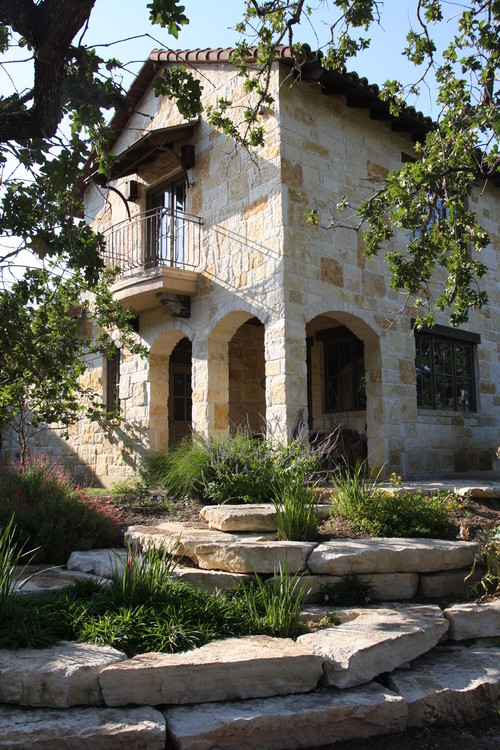 Mediterranean Exterior Karya Georgetown Architects & Designers Rick O'Donnell Architect (Sumber: builddirect.com)