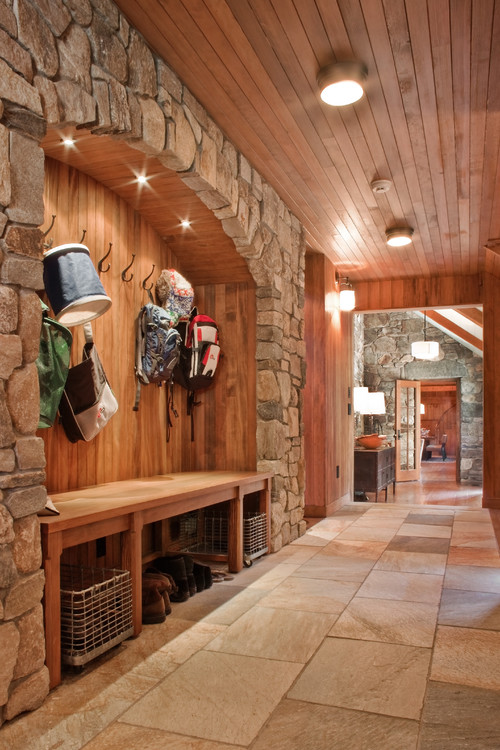 Rustic Entry Karya Watertown Architects & Designers Solomon+Bauer+Giambastiani Architects (Sumber: builddirect.com)