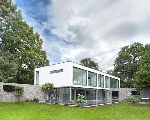Pagar dengan Batu Alami Karya AR Design Studio Ltd (Sumber: houzz.com)