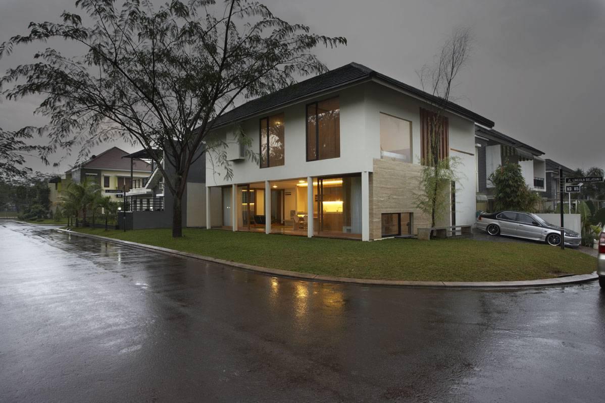 House at Legenda Wisata di Cibubur karya Sontang M Siregar 2010 (Sumber: arsitag.com)
