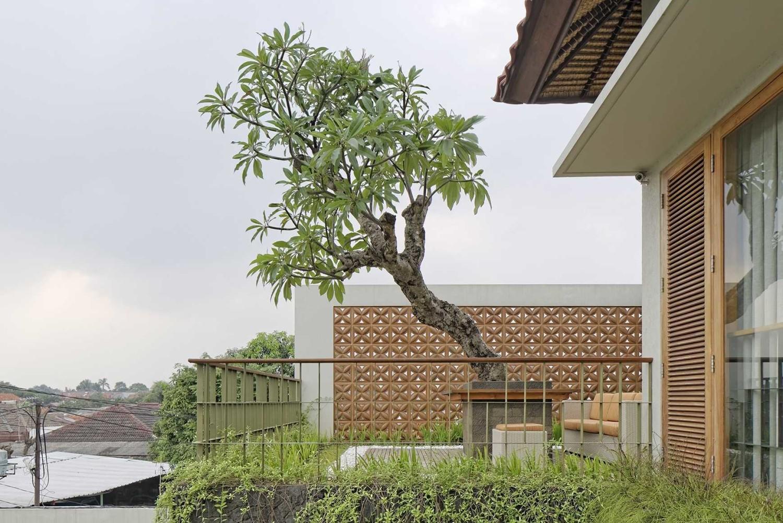 Omah Kawung at Jagakarsa di Jakarta karya imron yusuf-ifd architects tahun 2014 (Sumber: arsitag.com)