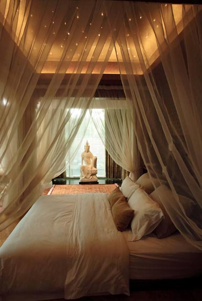 An Opulent Modern Tropical di Singapura karya Iwan Sastrawiguna tahun 2006 (Sumber: arsitag.com)