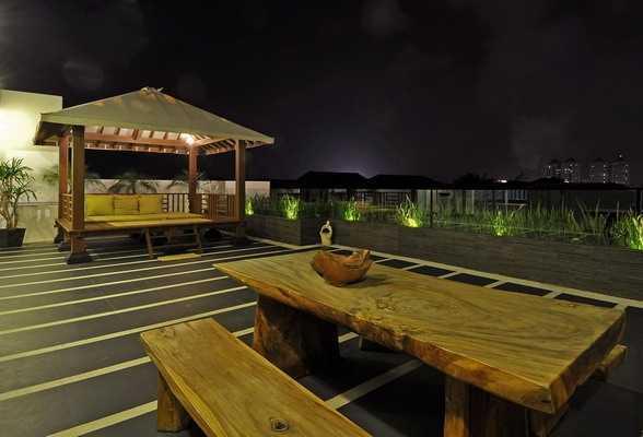 Jenis taman atap patio PIK karyaEsperta [Sumber: arsitag.com]
