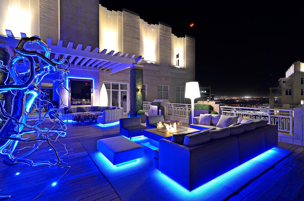 Pencahayaan dramatis pada desain taman rooftop [Sumber: czmcam.org]