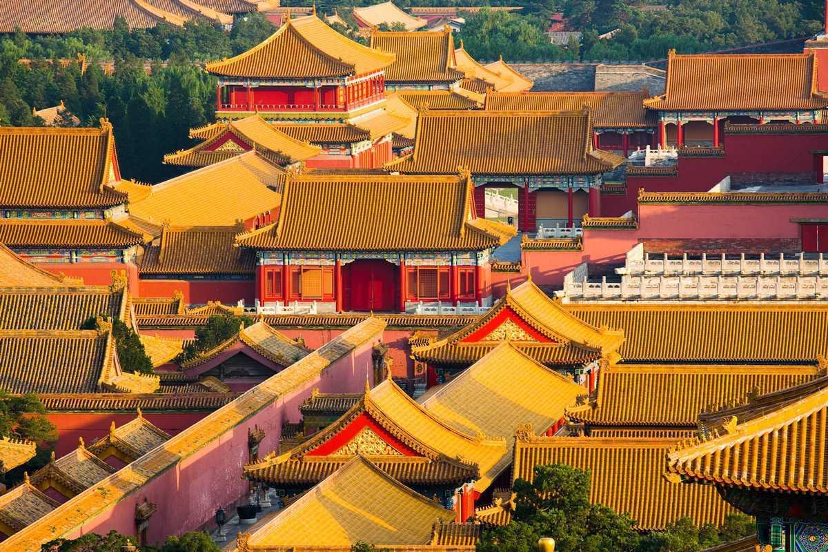 Sebagian besar bangunan di Forbidden City masih menggunakan genteng kuning (Sumber: travelchinawith.me)