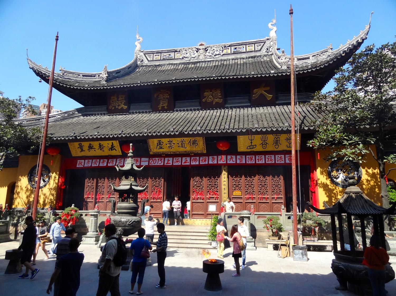Kuil Jade Buddha di Shanghai (Sumber: www.thousandwonders.net)