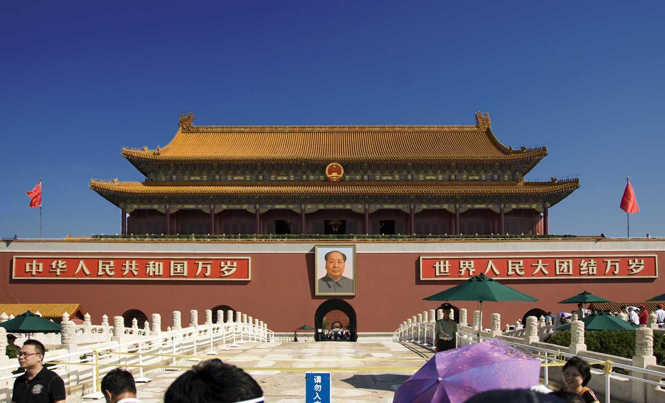 Gerbang Mao dengan Tiananmen square di belakangnya, Forbidden City (Sumber: famouswonders.com)