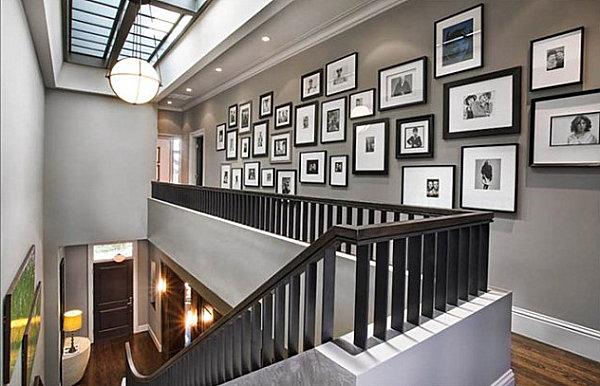 2 galeri foto dan lukisan memiliki selasar yang panjang berarti memiliki banyak ruang untuk