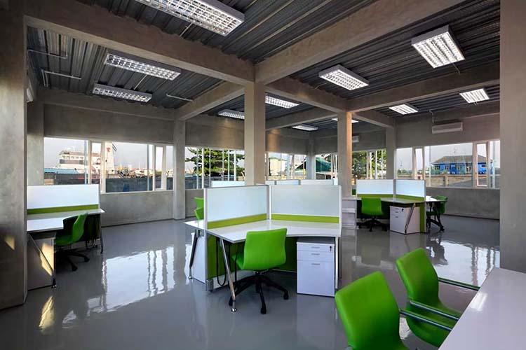Office at KCN di Jakarta karya Atelier Cosmas Gozali tahun 2009 (Sumber: arsitag.com)