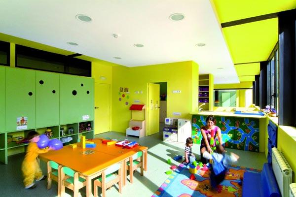 Contoh desain interior day care (Sumber: www.designbuild-network.com)