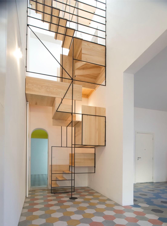 Trik desain tangga rumah unik [Sumber: home-designing.com]