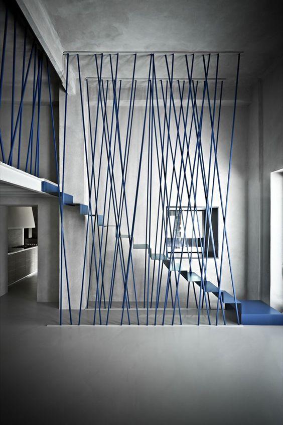 Trik desain tangga rumah kreatif [Sumber: decorazilla.com]
