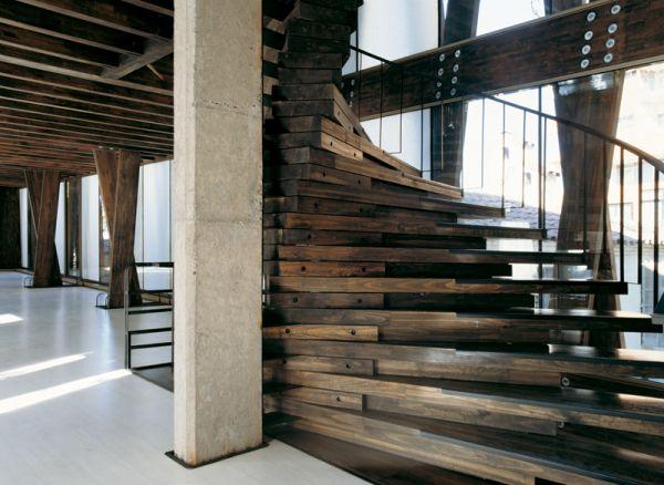 Model tangga rumah sederhana dari kayu reclaimed [Sumber: trendir.com]