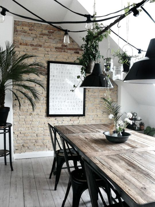 Ada banyak cara mengekpos bata sebagai bahan dinding. Kembangkanlah berbagai ide desain dengan memanfaatkan bata yang dipadu padankan dengan berbagai elemen dan gaya arsitektur.