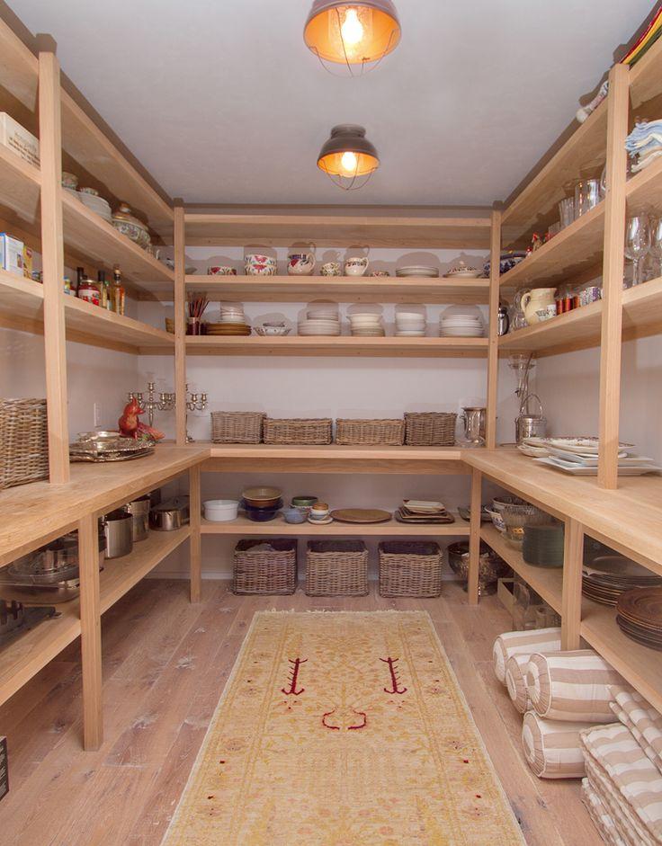 Simpan barang-barang yang tidak Anda butuhkan segera di dalam gudang (Sumber: pinterest.com)