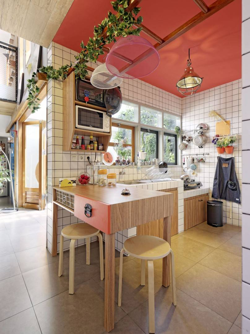 Isi dapur dengan peralatan yang benar-benar dibutuhkan. Stoy House Karya Yanuar Pf (Sumber: arsitag.com)