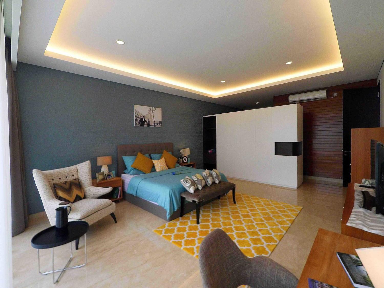 Interior - Master Bedroom di Pondok Indah, Jakarta karya Dezan Studio tahun 2016 (Sumber: arsitag.com)