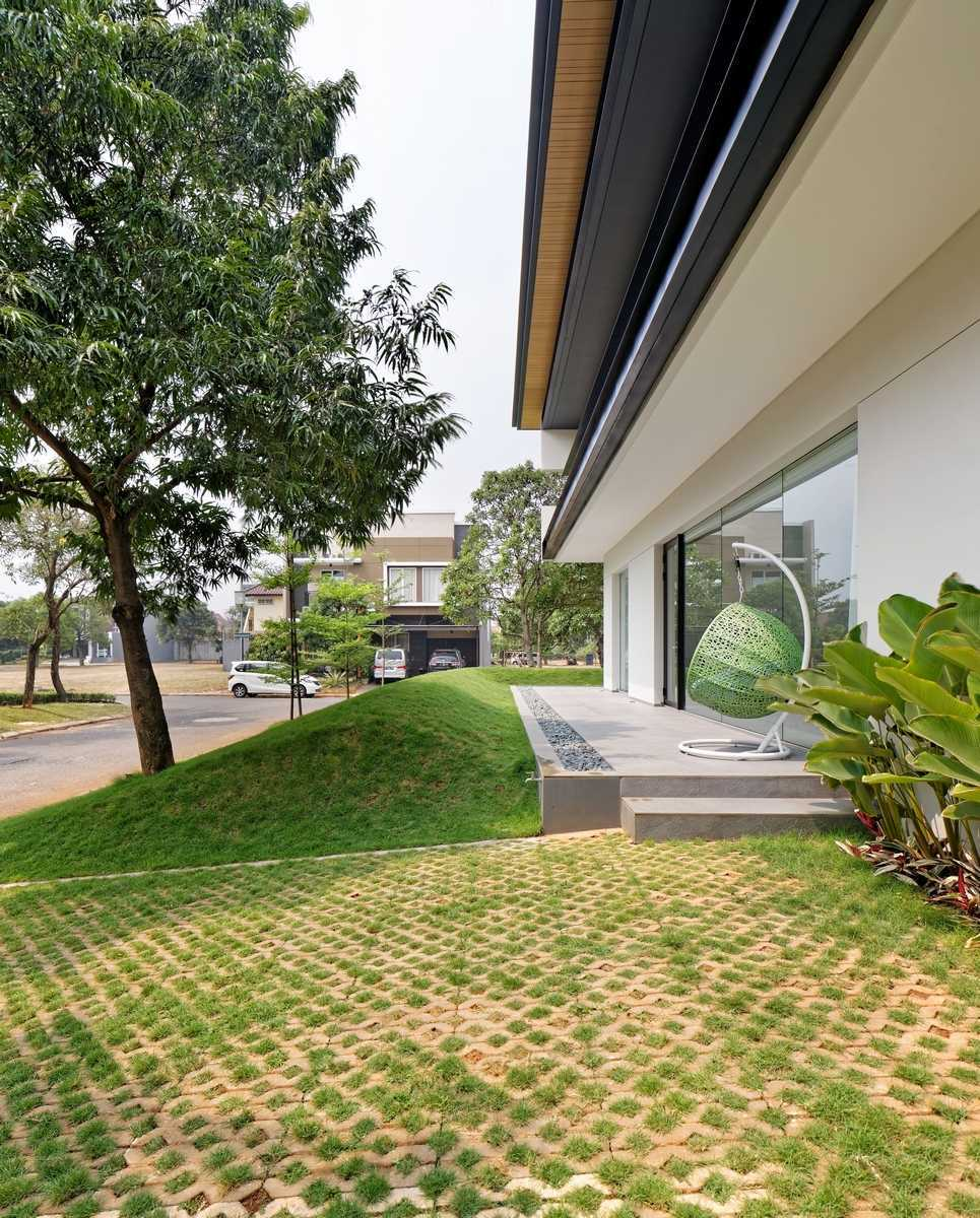 RS House di Alam Sutera, Tangerang karya AXIALSTUDIO tahun 2015 (Sumber: arsitag.com)