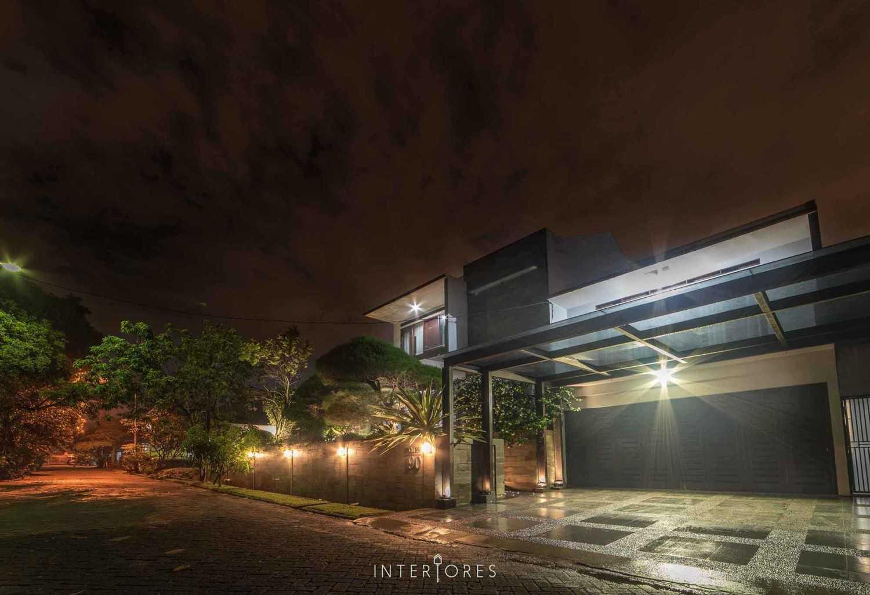Greta 90 di Bintaro karya INTERIORES Interior Consultant & Build tahun 2013 (Sumber: arsitag.com)