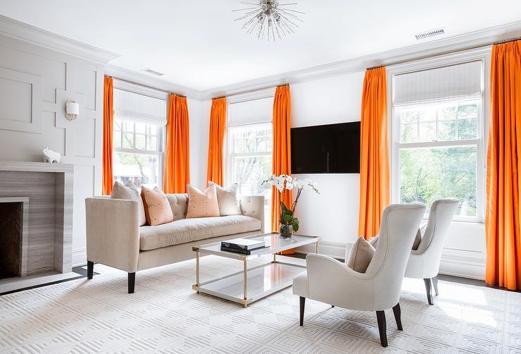 Interior Ruang Keluarga Warna Orang (Sumber: decorpad.com)