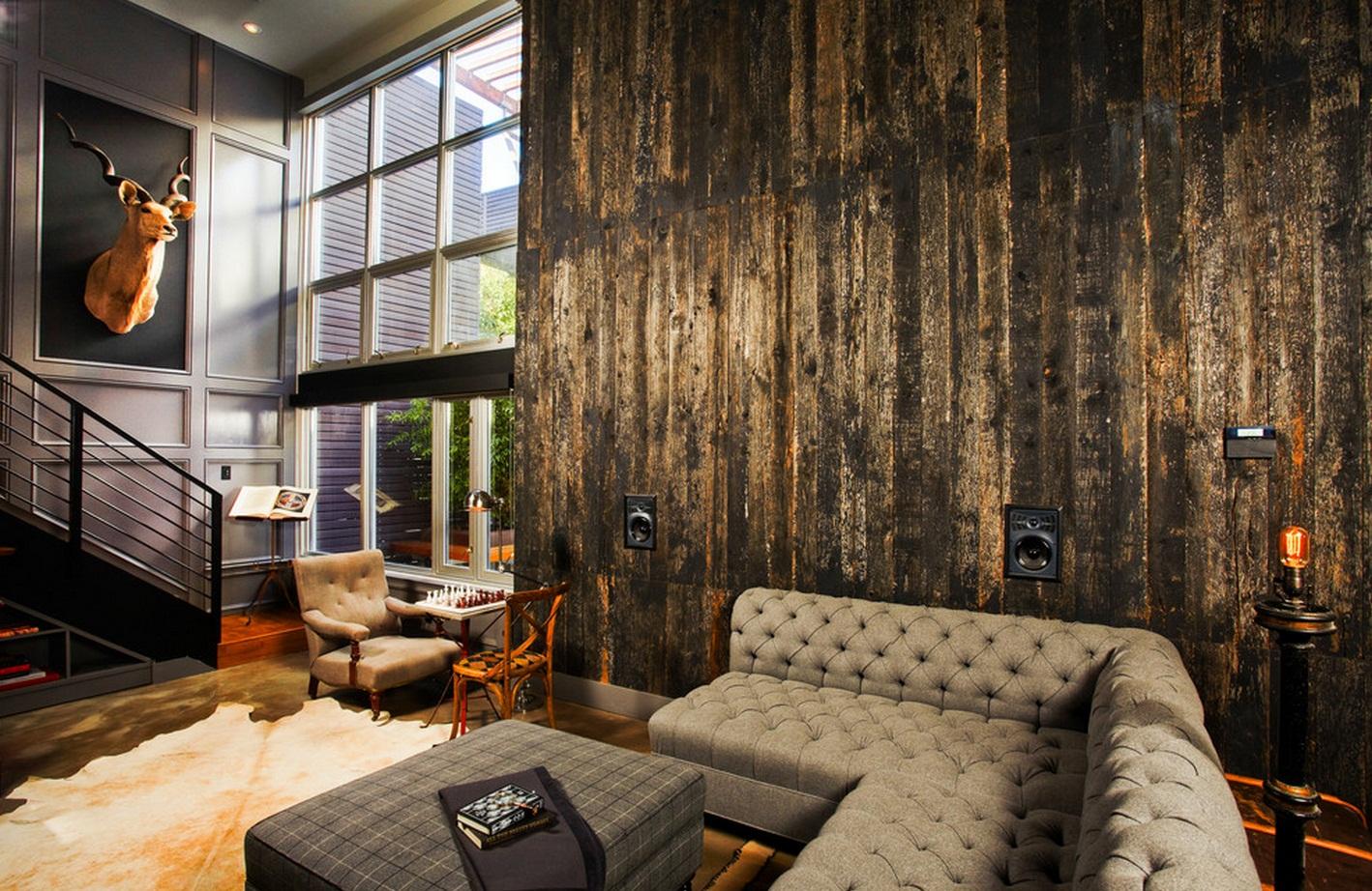Furnitur yang digunakan cenderung tanpa finishing dan lebih menunjukkan warna aslinya. Furnitur berbahan kayu biasanya tidak dicat, melainkan hanya dipolitur untuk mengantisipasi rayap. Furnitur berbahan besi, alumunium, dan stainless juga tidak dicat sama sekali, tetapi dibiarkan apa adanya seperti layaknya material asli