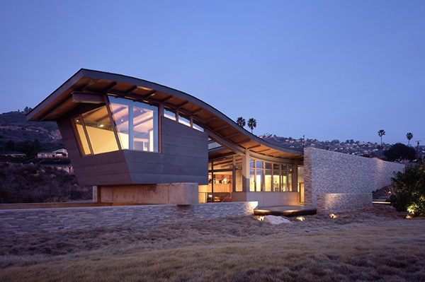 Rumah dengan atap unik karya Marmol Radziner (Sumber: trendir.com)