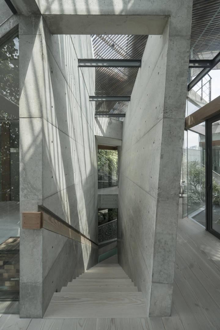 JS House di Tulodong, Jakarta karya Antony Liu + Ferry Ridwan / Studio TonTon tahun 2015 (Sumber: arsitag.com)