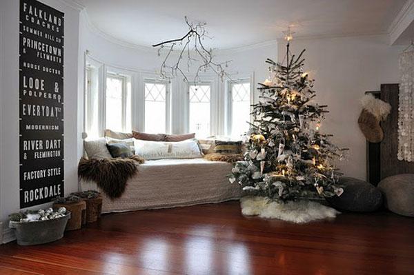 Ruang keluarga bertema natal (Sumber: freshome.com)