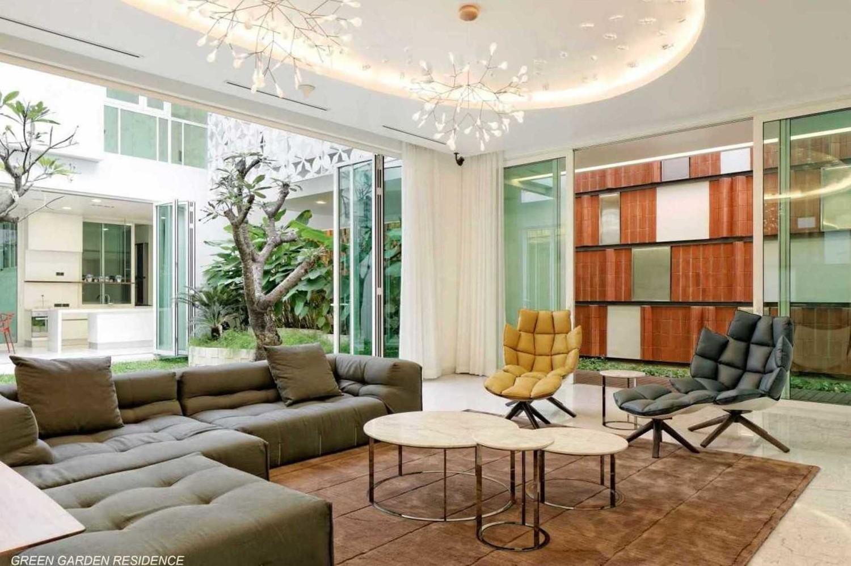 Model lampu plafon minimalis Green Garden Residence karya Atelier Cosmas Gozali [Sumber: arsitag.com]