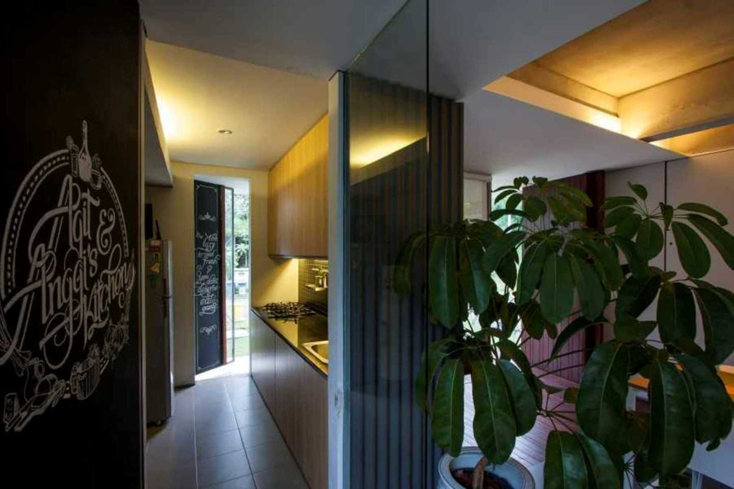lighting pictures. Desain Lighting Tersembunyi Pada Trimmed Reform House Karya Sub Architect [Sumber: Arsitag.com Pictures