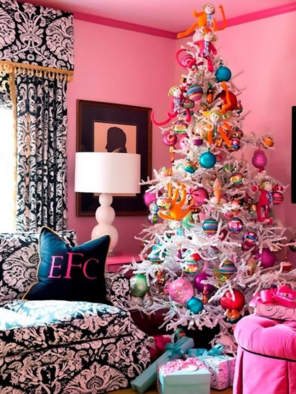 Dekorasi Natal dengan Warna-warna Cerah (Sumber: Pinterest.com)
